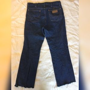 Crisp, heavy weight Wrangler Jeans unisex